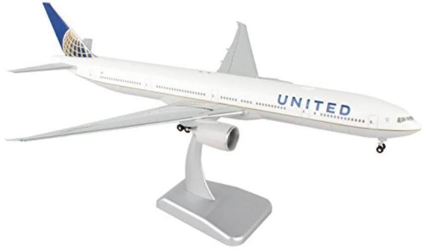 Daron Worldwide Trading Hogan United 777-300ER Vehicle with Gear & Wi-Fi Radome (1/200 Scale) - intl