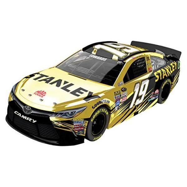 Lionel Racing Carl Edwards #19 Stanley 2016 Toyota Camry NASCAR Diecast Car (1:24 Scale), Chrome - intl
