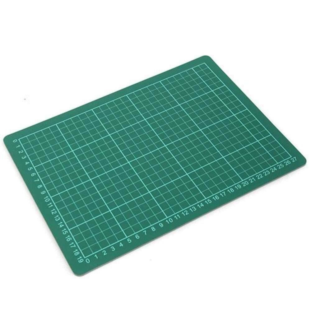Cutting Mat A4 Size, 305 x 229mm (Item No: B12-14) A1R3B173
