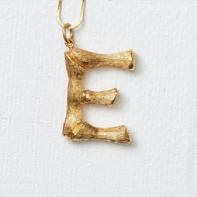 【Huruf E emas】18K rose gold hip hop Carina Lau sama surat ayat rantai sweater liontin kalung folder klavikula laki-laki dan beberapa perempuan perhiasan A-Z