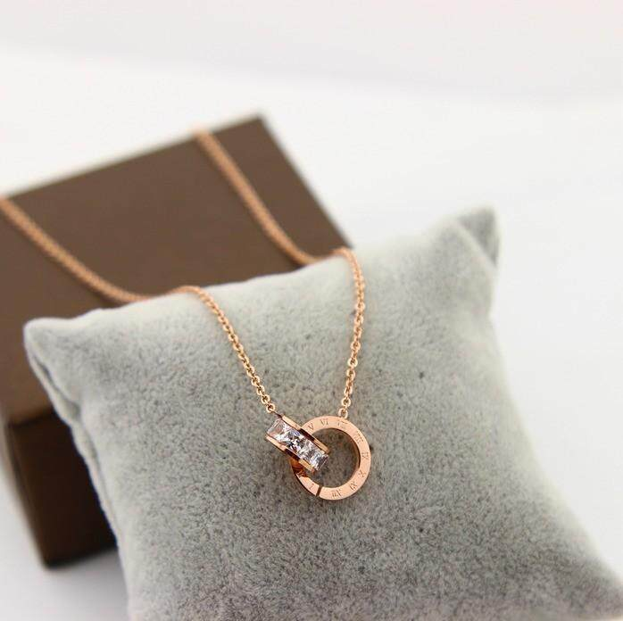 【Rose gold】Jangan memudar cinta cincin ganda berlian kalung hari perempuan Korea rantai klavikula sederhana berlapis emas baja titanium kalung pendek