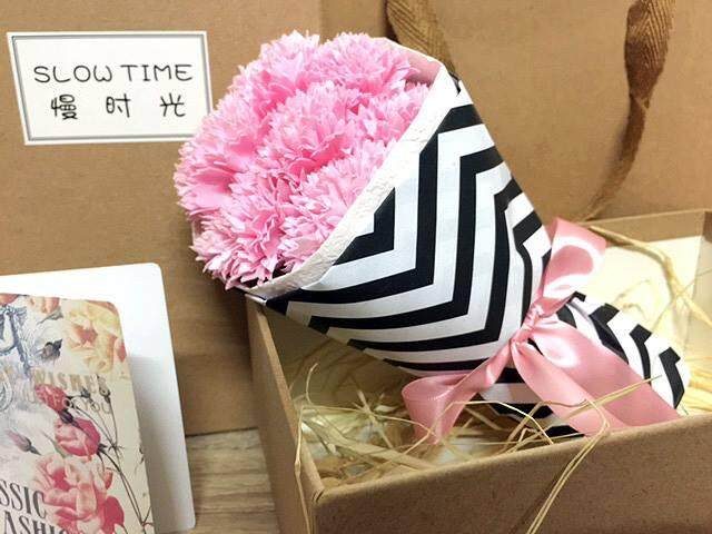 7 Carnation Bouquet Gift Box