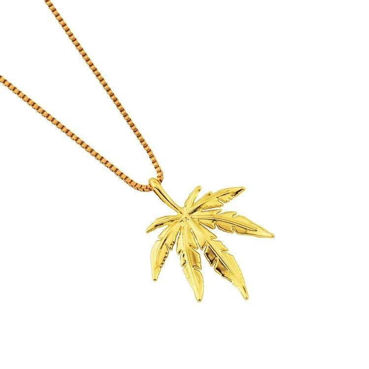 【Daun maple emas】Goofan Eropa, Jepang, Korea Selatan, tren fashion, ornamen daun maple, kalung hip hop, pria dan wanita trendi, paduan panjang