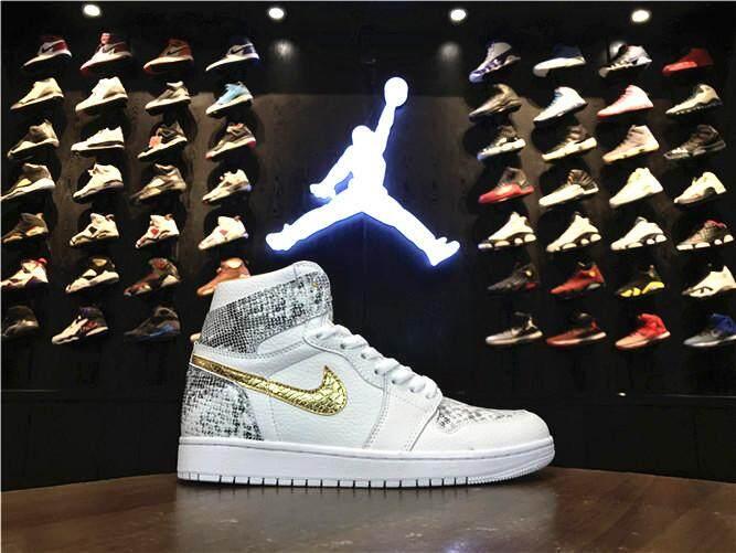 Nike Asli Stiker Michael Jordan 1 Pria Basketaball Sepatu MJ Putih Merah  Diskon AIR JORDAN AJ 8205d01d4c