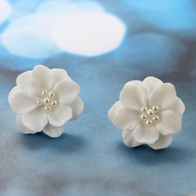Detail Gambar Fashion Kesepakatan Yang Indah Bunga Putih Liontin Mutiara Lingkaran Anting Stud Desain Mode Terbaru