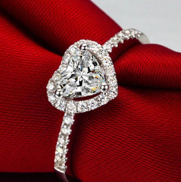 Indah Cinta Simulasi Cincin Berlian-Internasional