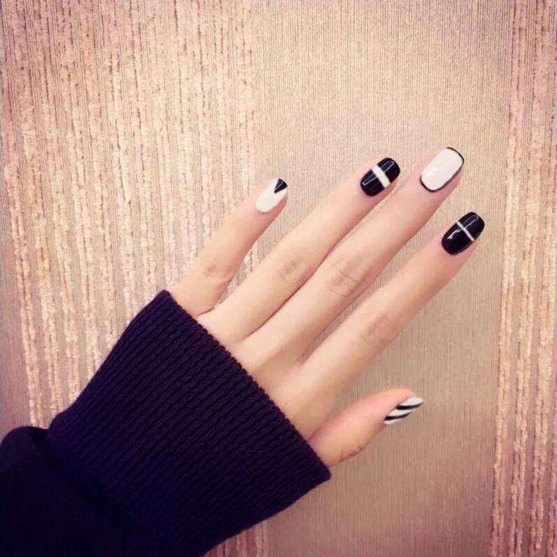 24 Pcs/set Kecantikan Hitam + Putih Kuku Palsu Akrilik Full Tips Stiker Kuku Alat ...