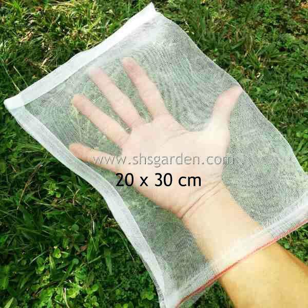 Garden Fruit Net Protect from Pests Insects Caterpillars Beetles Birds Squirrel Monkey Pest Control Mesh Bag (Nylon 20cm x 30cm)