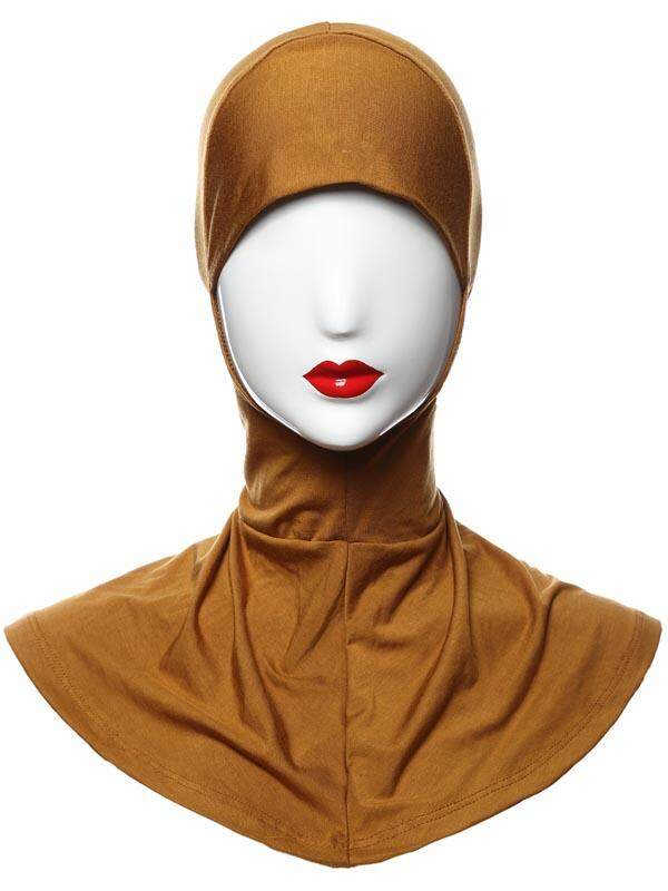Tas dari Botol NB Di Belakang Orang Muslim Jilbab Serban Niqab