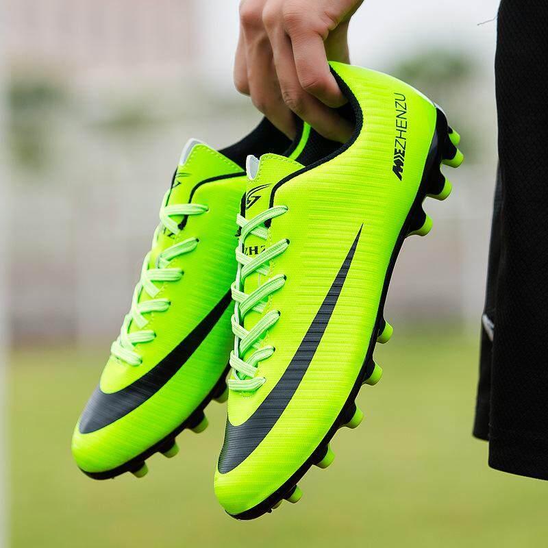 รองเท้าฟุตบอล By The Digital Store.
