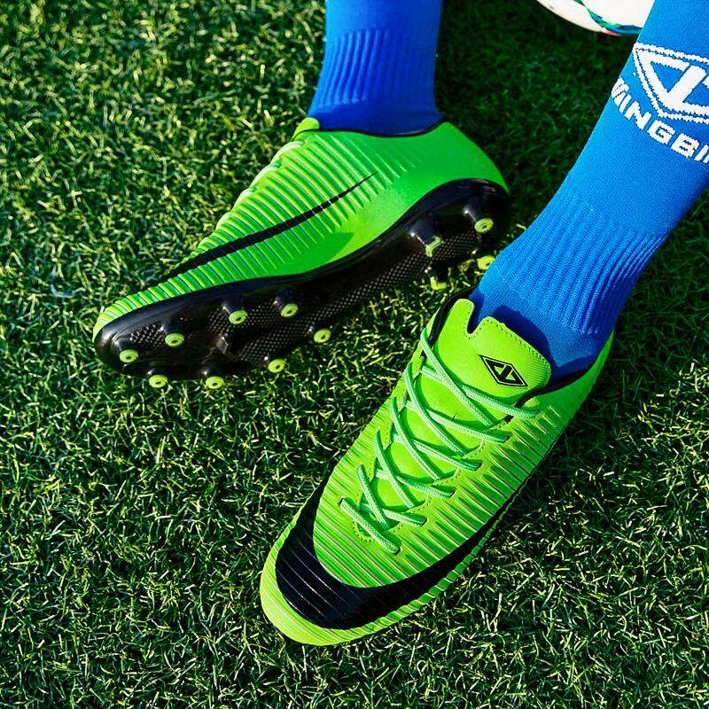 Hình ảnh Boy`s Football shoe 2018 New leather wear-resistant grass water-proof tf broken nail training shoe competition sneaker - intl