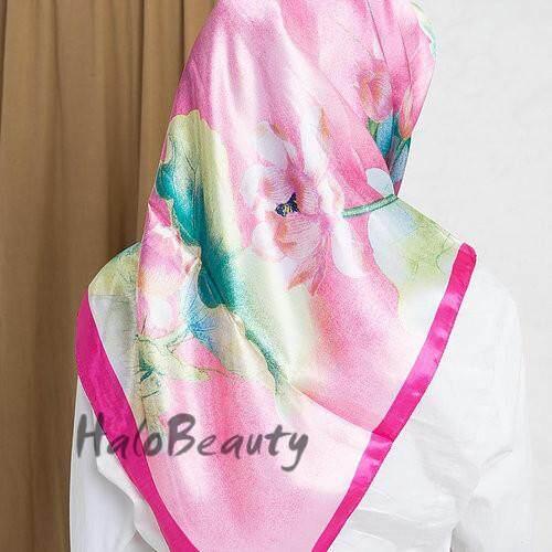 Tudung Bawal พิมพ์สี่เหลี่ยมจตุรัสซาติน Hijab L22 By Super-Market.