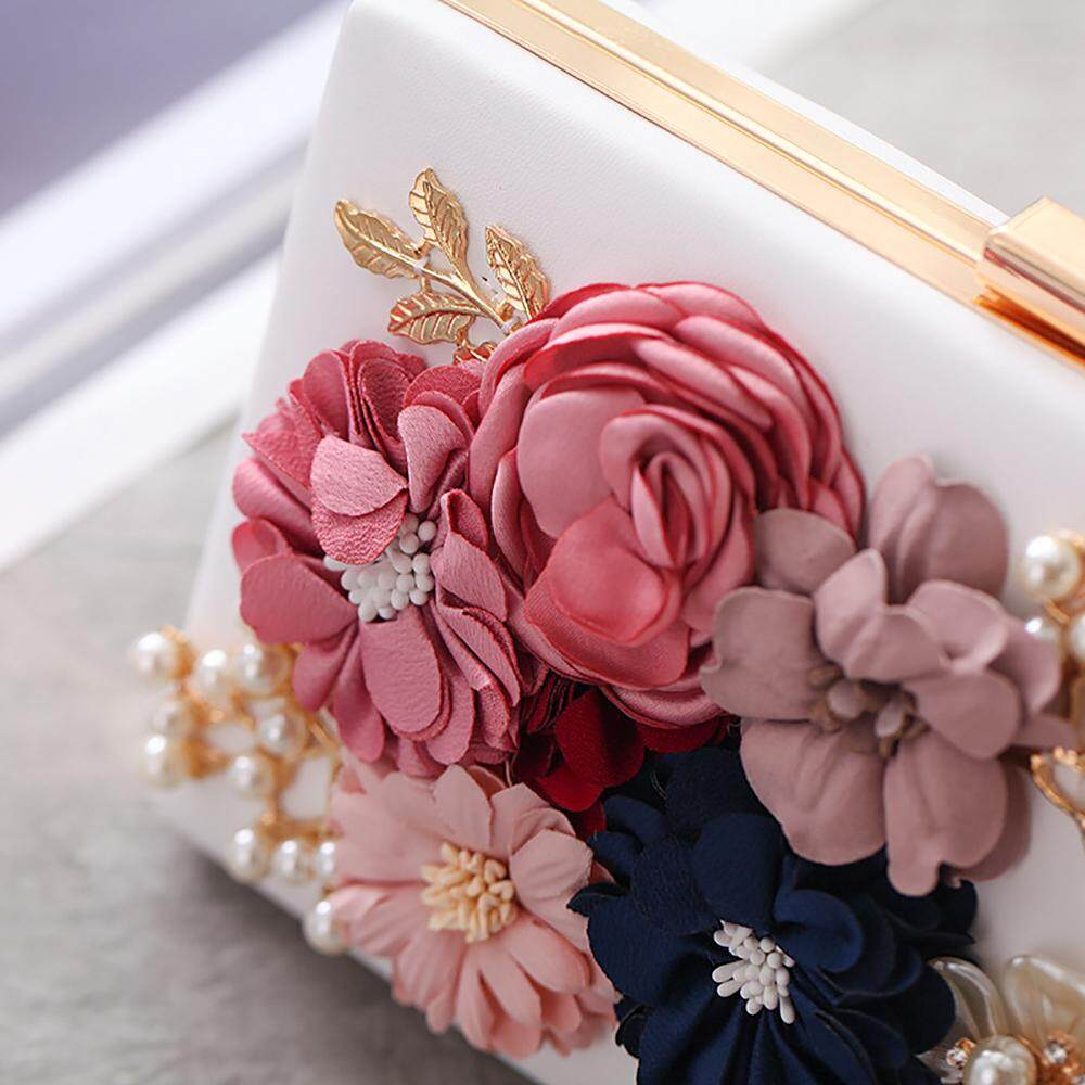 Wanita Bunga Cengkeraman Mutiara Bermanik-manik Malam Tas Dompet untuk Pesta Pernikahan .
