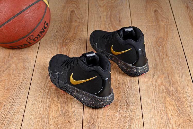 Nike Asli Kyrie Irving 4 Hitam Emas Sport Pria Basketaball Sepatu 7bc22ddbf1
