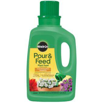 Miracle-Gro(R) Pour & Feed Plant Food (32 Oz) - 946mL