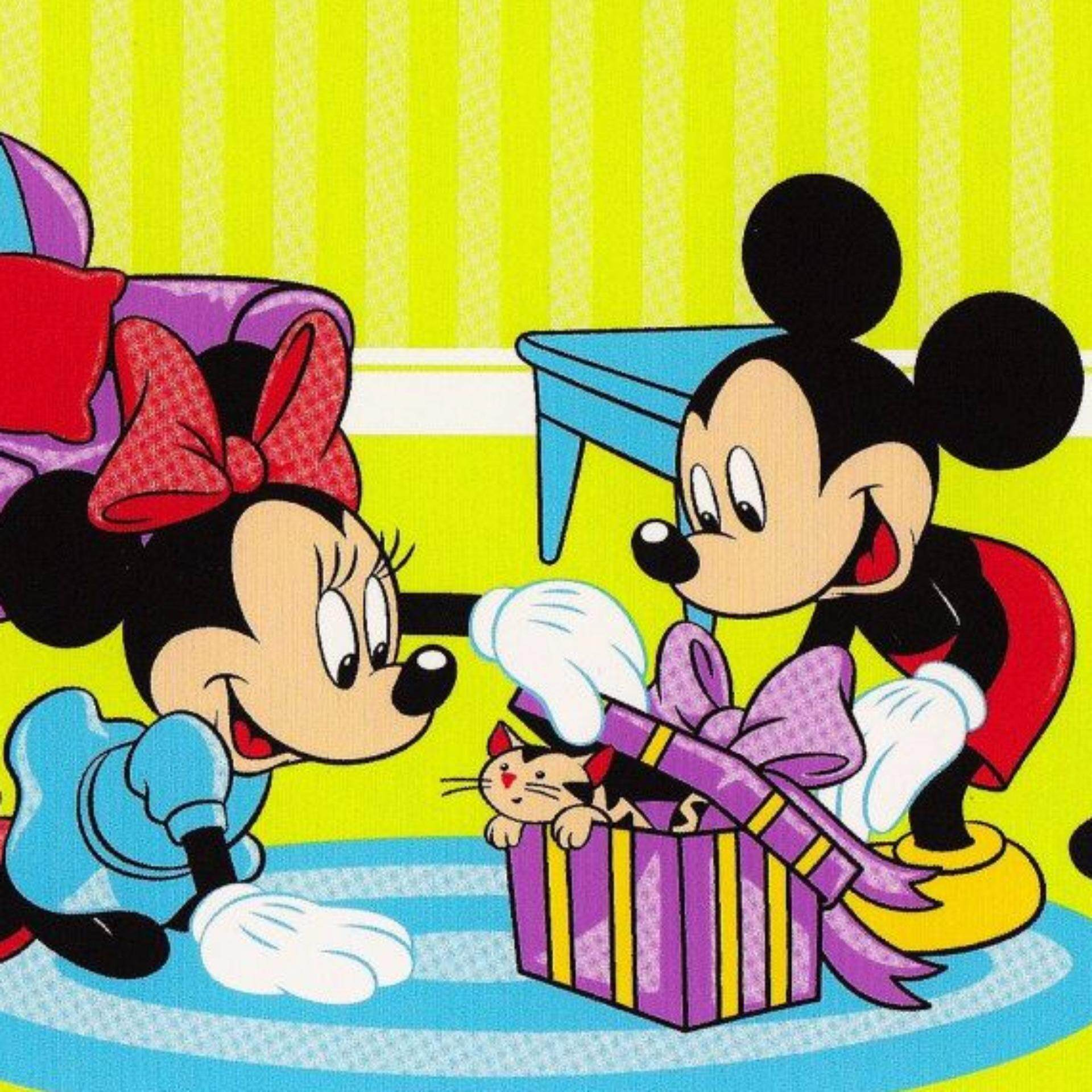 Set Single Bedsheet - MICKEY MOUSE WITH A SURPRISE GIFT