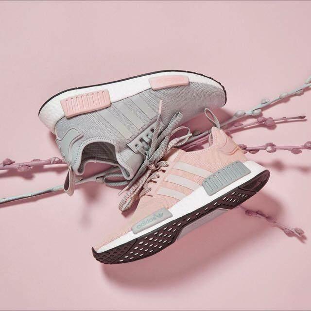 ยี่ห้อไหนดี  เพชรบูรณ์ รองเท้า Adidas NMD R1 สีเทา BY3058