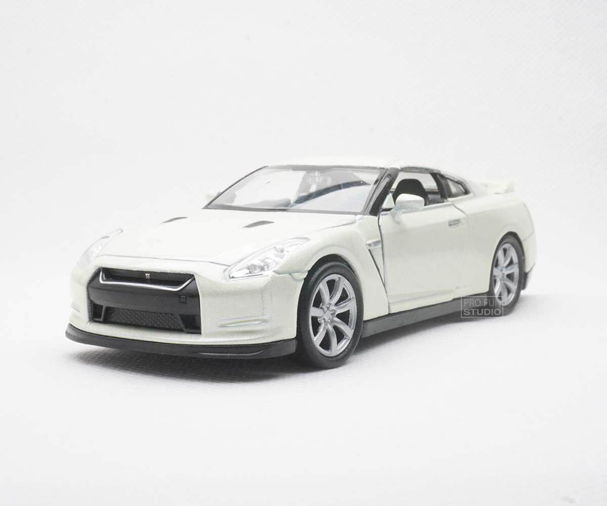 Welly Nissan GT-R R35 turbo Nismo 1/36 1/32 1/34 Diescat Car model White