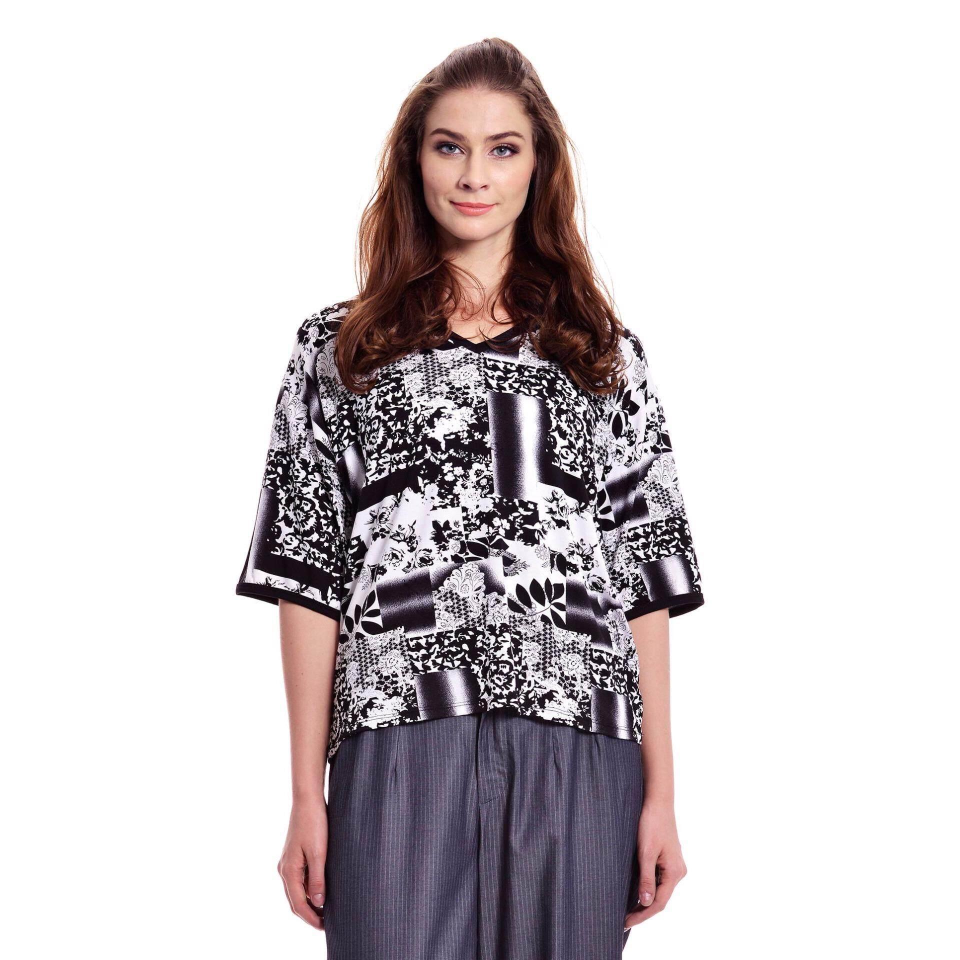 Jazz & Co Women Plus Short Sleeve V-Neck Floral Tee ( Black)