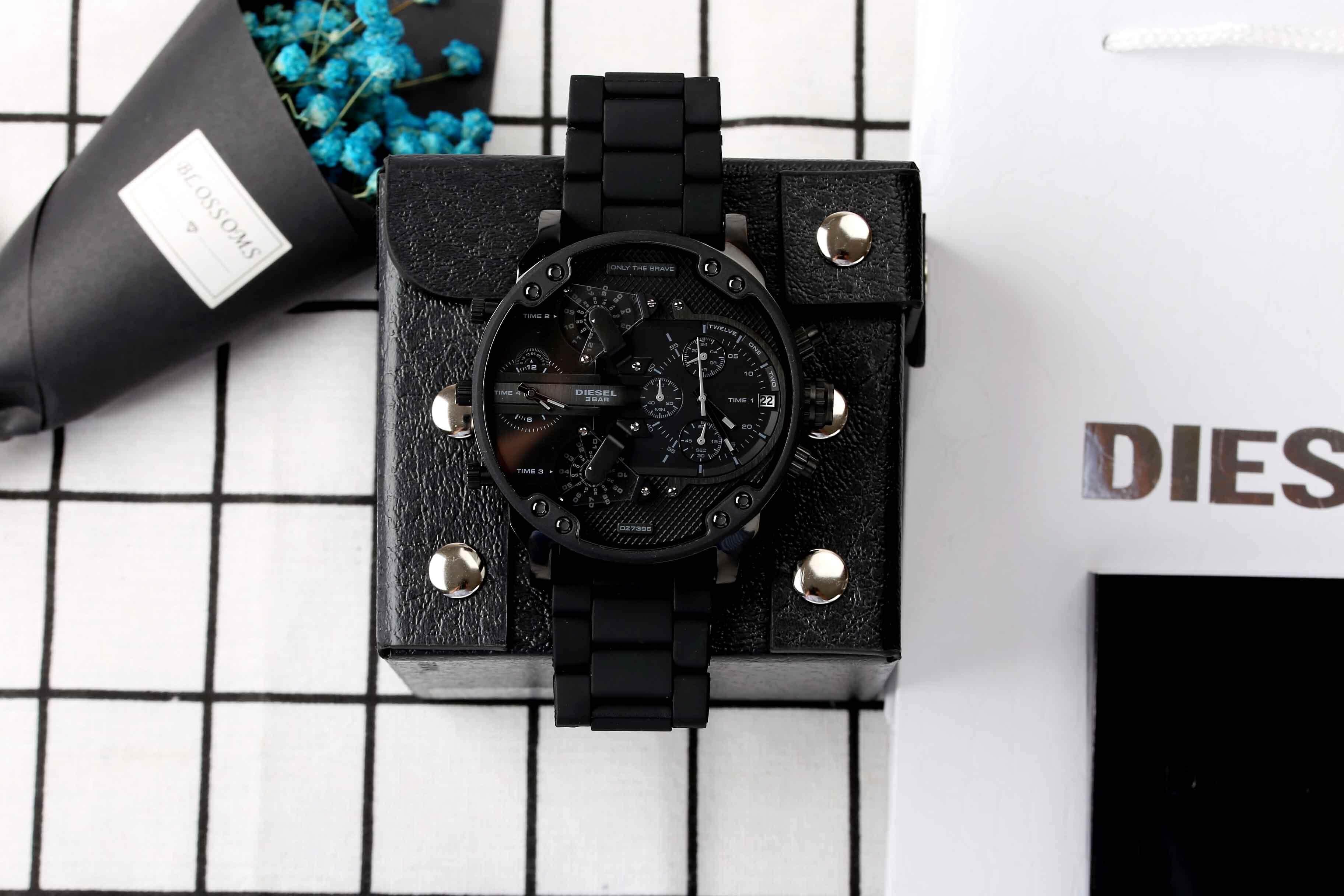 การใช้งาน  สุรินทร์ สินค้าของแท้ 100% กันน้ำดีเซลนาฬิกาผู้ชายสไตล์ใหม่! รุ่นสำหรับทหาร. สาม - Eye นาฬิกาจับเวลา Mineral Toughened แก้วกระจกญี่ปุ่นควอตซ์ Core. สายเรซิน