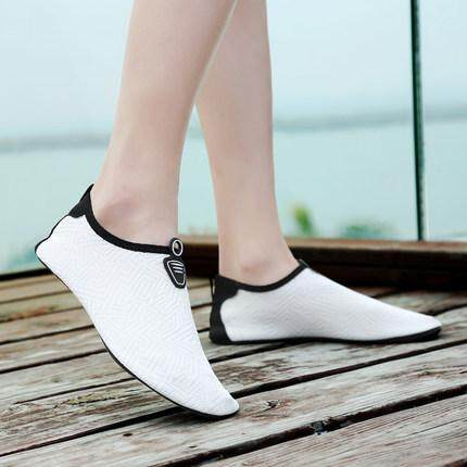 Skin Shoes Aqua Beach Socks Yoga Exercise Shoes (Kasut Macca For Haji & Umrah)
