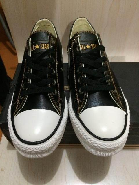 ยี่ห้อนี้ดีไหม  ลำพูน Converse ผู้หญิงรองเท้าผ้าใบหนังรองเท้าสีดำผู้ชายกีฬา