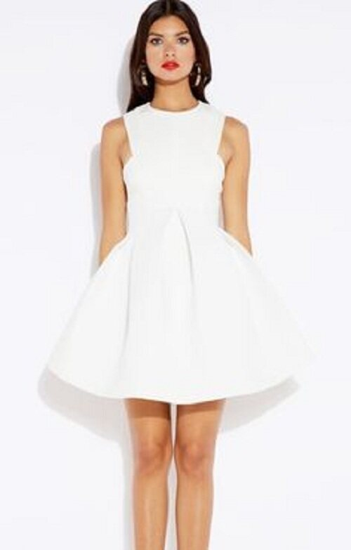 Dress Flare Short with White Color (Size M)