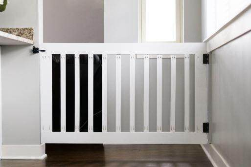 Baby staircase safety door