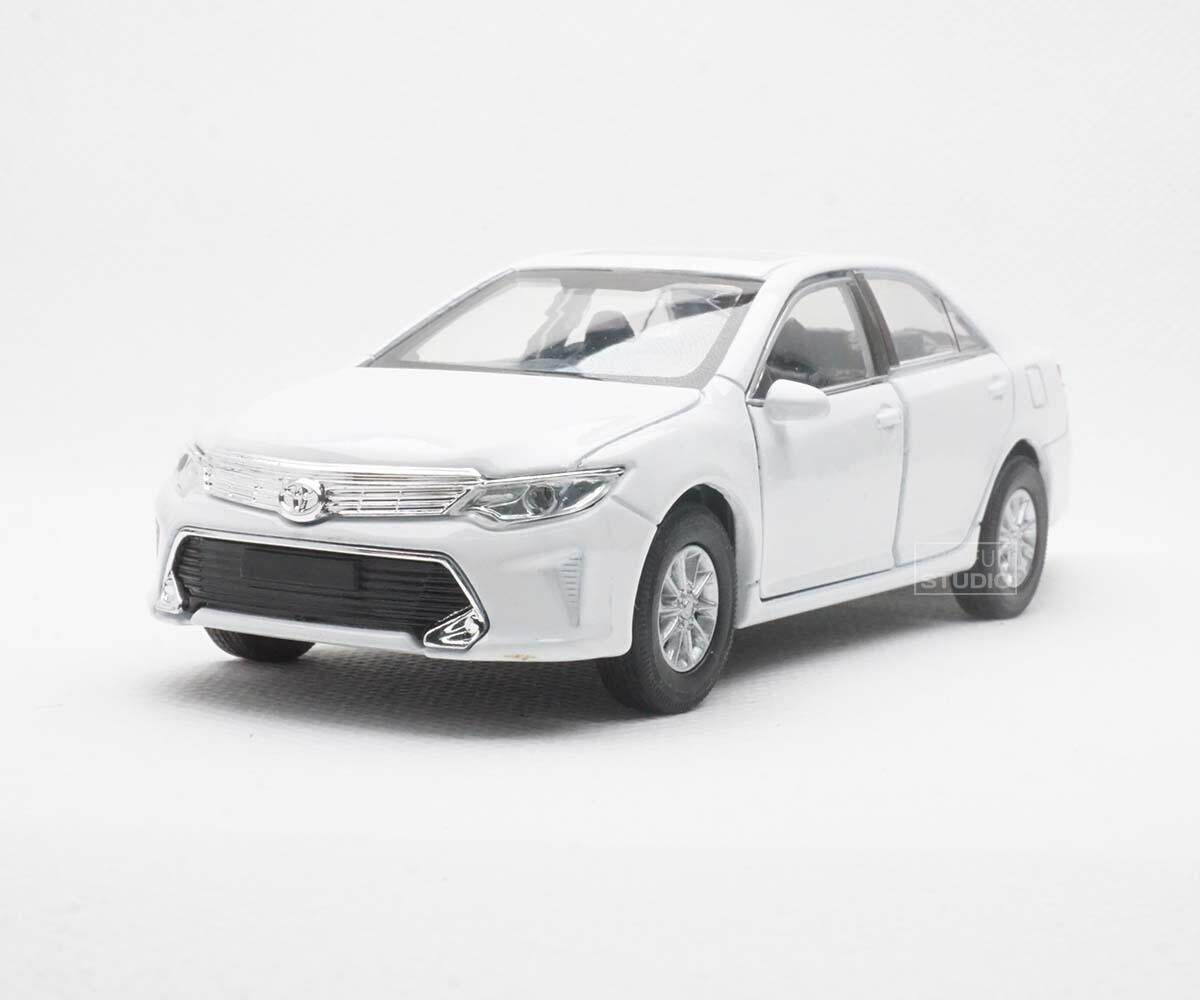 Welly Toyota Camry 4 door 1/36 1/32 Diecast car model collection - White